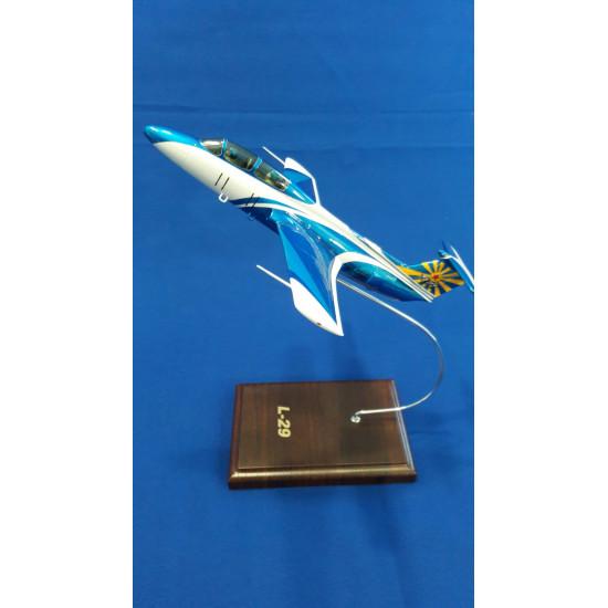 Модель самолёта L-29 Дельфин ТСОУ 1:48