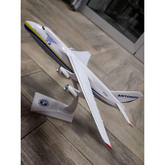 Модель самолета Ан-124 Руслан 1:200