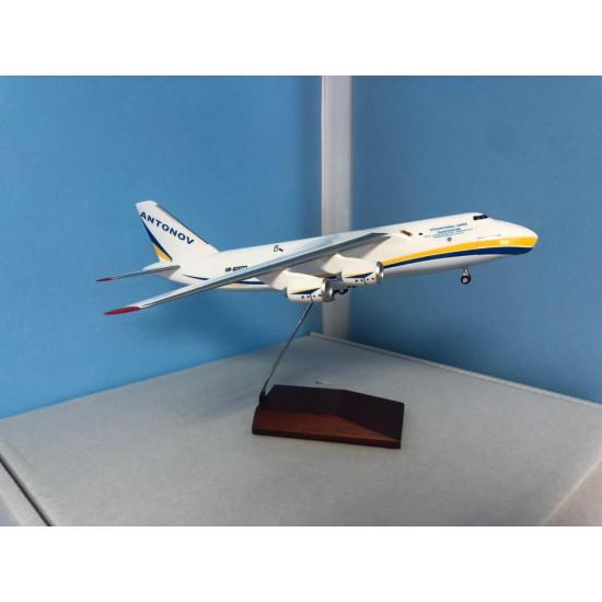 Модель самолета ANTONOV 124-100 ANTONOV AIRLINES UR-82028 1:200